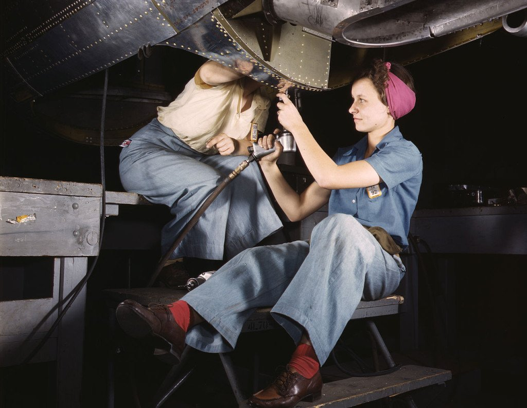 Women_working_at_Douglas_Aircraft